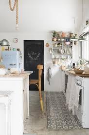Einbauk He Landhausstil G Stig Zementfliesen In Der Küche Interior Zementfliesen Pinterest