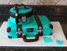 How To Become A Cake Decorator From Home by Best 25 Luggage Cake Ideas On Pinterest Travel Cake Suitcase