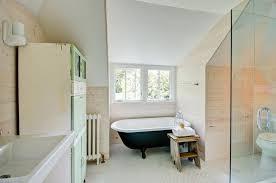 White And Green Bathroom - creative ways to decorate your farmhouse bathroom decor around