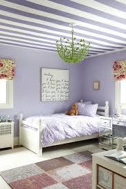 décoration plafond chambre bébé design interieur deco plafond chambre enfant rayures violet