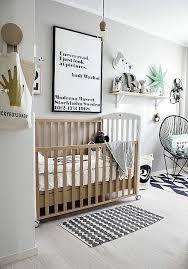 theme chambre bébé mixte en noir et blanc cette chambre de bébé s inscrit pile dans la