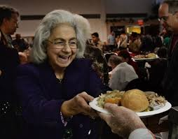 seniors volunteers spirit of thanksgiving at simi valley meal