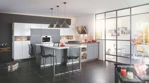 cuisiniste mobalpa mobalpa recentre la cuisine vers le salon