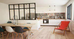 cuisine en l ouverte sur salon decoration cuisine americaine salon ouverte ou semi avec verriere et