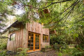 airbandb rental in oregon made from storm blown salvaged cedar