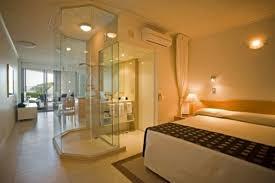 salle de bain ouverte sur chambre salle de bain luxe verre chaleureux joint lit chambre la