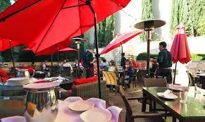 Round Table Pizza Healdsburg Best Healdsburg Restaurants Patios Outdoor Dining In Wine Country