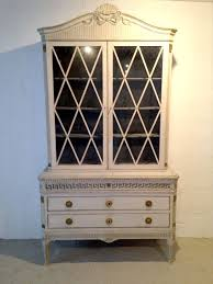Antique Looking Bookshelves by Best 20 Bookcase With Drawers Ideas On Pinterest Ikea Closet