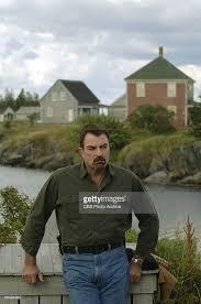 magnum pi year photos et images de magnum p i doused actor tom selleck alleged
