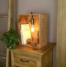 Table En Caisse En Bois Lampe Dans Une Caisse De Vin En Bois Style Vintage Avec Lumière à