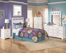 amazing bedroom design for teenagers with beautiful art wall decor