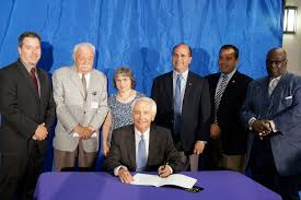 Hospital Executive Director Beshear Signs Booster Seat Bill At Kentucky Children U0027s Hospital