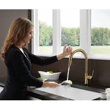 delta touch20 kitchen faucet single handle pull kitchen faucet featuring touch20
