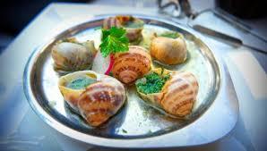 escargot cuisiné los caracoles o escargots a la bourguignone con una salsa