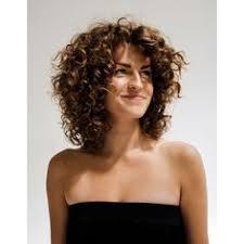 coupe de cheveux fris s coupe cheveux frisés femme