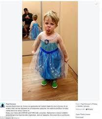 Elsa Halloween Costumes Kids Paul Henson Praises Son U0027s Decision Dress Frozen U0027s