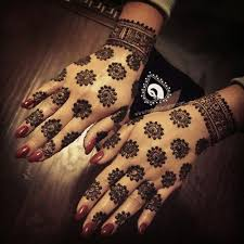 trending minimal bridal mehndi design ideas for this wedding