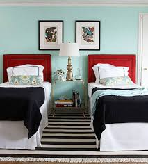 how to place throw pillows on a bed bed pillows