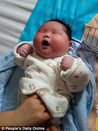 baby boy weighing 14 7 pounds is born in china daily mail