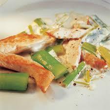 poulet cuisine recette aiguillettes de poulet à la crème de poireaux cuisine