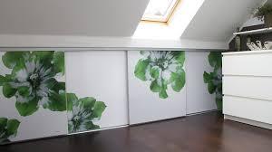 bilder fürs schlafzimmer schöner stauraum fürs schlafzimmer regale und kartons wohnen
