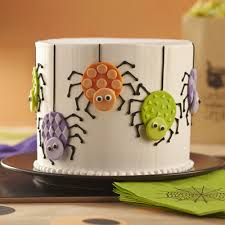 easily make colorful fondant spiders using wilton white decorator