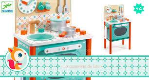 cuisine enfant bois janod cuisinière de léo avec accessoires djeco cuisines en bois enfant