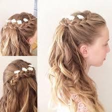 Japanische Hochsteckfrisurenen by Geflochtene Frisur Lange Haare Kleine Weiße Blumen Einfache