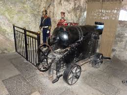 siege canon canon and soldiers picture of the great siege tunnels gibraltar