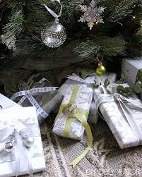 Beautifully Wrapped Gifts - how to wrap christmas presents diy decorator
