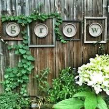Backyard Fence Decorating Ideas by 20 Backyard Garden Fence Decoration Makeover Diy Ideas Garden