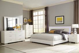 White King Size Bedroom Sets Felicity 203500 Bedroom Set 5pc In White By Coaster