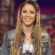 what color is shakira s hair 2015 shakira s hair through the years popsugar latina