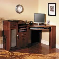petit bureau de travail le bureau en bois massif est une classique qui ne se démode pas