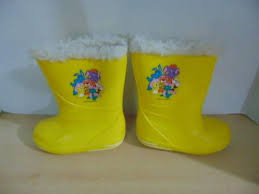 s yellow boots boots child size 10 winter boots weather guard wuzzles