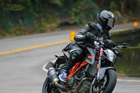 2015 ktm super duke 1290 r month 4 memoirs on a rainy day