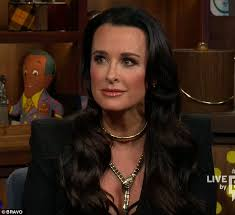 does kyle richards wear hair extensions kyle richards backtracks on watch what happens live over yolanda