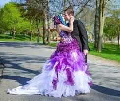 brautkleid lila dip dye brautkleider ideen inspirationen zu farbigen brautkleidern