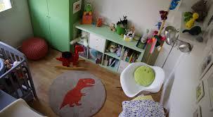 deco chambre dinosaure une décoration dinosaure pour la chambre de bébé famille en chantier