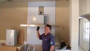pose d une credence cuisine poser une crédence en inox lors d une rénovation de cuisine le
