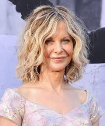 meg ryan s hairstyles over the years meg ryan short hair 90s style tips you ve got mail
