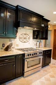 Kitchen With Mosaic Backsplash by Best 25 Venetian Gold Granite Ideas On Pinterest Off White