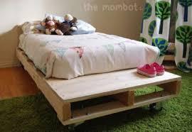 futon per bambini costruire un letto per i vostri bambini con palletmobili con