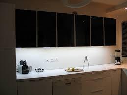 travailler en cuisine eclairage led cuisine plan de travail wasuk