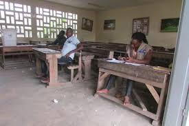 bureaux de vote législatives pas d affluence majeure à l ouverture des bureaux de