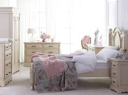 shabby chic small bedroom interior decorating ideas with single