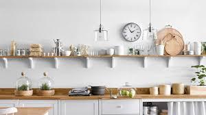 étagère à poser cuisine dans cette cuisine épurée les 4 idées à retenir