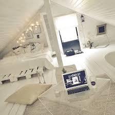 chambre gossip apple bed gossip lights macbook room white