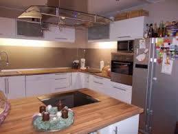 kche wei mit holzarbeitsplatte beige hochglanz küche und holz arbeitsplatte cabiralan