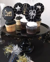 New Years Cupcake Decorating by The 25 Best New Year U0027s Cupcakes Ideas On Pinterest New Year U0027s